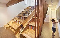 Para aproveitar espaços, basta apenas criatividade. No projeto do arquiteto sul-coreano Moon Hoom, batizado de Panorama House, a escada assume função de escorregador, biblioteca, arquibancada e até escritório.