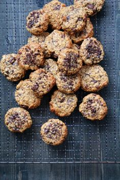Sunne havrecookies med banan, peanøttsmør og sjokolade. - Mat På Bordet Healthy Cookies, Healthy Snacks, Healthy Recipes, Canned Blueberries, Vegan Scones, Gluten Free Flour Mix, Scones Ingredients, Keto Chocolate Chip Cookies, Eat Smarter