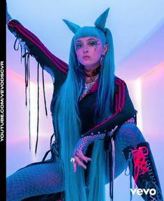 Melanie Martinez, Billie Eilish, Pleasing People, Music Collage, Doja Cat, Music People, My Favorite Music, Blue Hair, Celebrity Crush