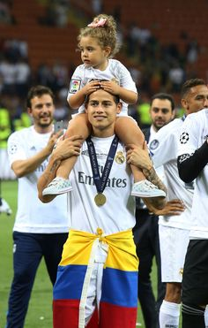 James Rodriguez with his family celebrating victory in the Champions League :) James Rodriguez, Cute Soccer Couples, James 10, Equipe Real Madrid, Sports Celebrities, Football Girls, Football Players, Cute Boys, Pretty People