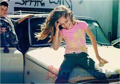 MiPetiteLife.es - Molo Kids.  Molo ofrece llamativas y divertidas prendas, combinando materiales, colores y estampados muy originales y se aleja de las siluetas y los colores pasteles.  Es la ropa que elegirían todos los niños por ser divertida y cómoda, con la que pueden jugar y ser cool al mismo tiempo. Marca: Molo Kids España.   www.MiPetiteLife.es