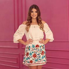 Começando minhas escolhas aqui na @estilonanaminze com vestido branco com a barra bordada    #aridenanaminze #blogtrendalert