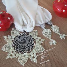 Bargello, All About Fashion, Elsa, Crafts, Handmade, Decor, Satchel Handbags, Necklaces, Pattern