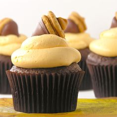http://easybaked.net/2012/11/08/fall-acorn-cupcakes/