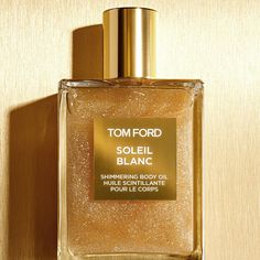 Shop Soleil Blanc Shimmering Body Oil by TOM FORD at Sephora. This oil delivers a sunkissed sheen with the decadent scent of Soleil Blanc. Parfum Tom Ford, Maquillage Tom Ford, Beauty Secrets, Beauty Hacks, Beauty Tips, Beauty Products, Skin Products, Beauty Bar, Tom Ford Beauty