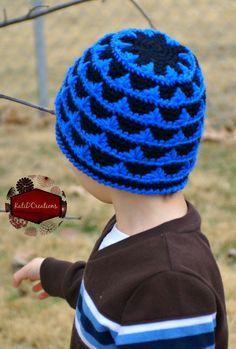 Ravelry: Peaks and Valleys - Beanie pattern by Kati Donahue Crochet Kids Hats, Crochet Beanie Hat, Crochet Cap, Crochet For Boys, Beanie Pattern, Cute Crochet, Crochet Scarves, Crochet Crafts, Crochet Clothes