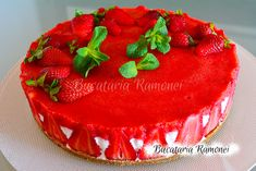 Cheesecake cu capsuni Pig Birthday Cakes, Cheesecake, Deserts, Recipes, Food, Jello, Desserts, Meal, Cheesecakes
