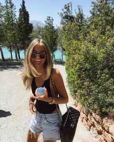Here for a good time, not a long time ⚡️✨ Our bronzing lotion will give you an instant bronzed glow, the natural waym so you can glow your way through summer and winter Get yours now, click the...