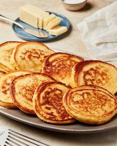 Breakfast Items, Breakfast Dishes, Breakfast Recipes, Breakfast Pastries, Vegan Breakfast, Johnny Cakes Recipe, Hoe Cakes, Thing 1, Pancakes And Waffles