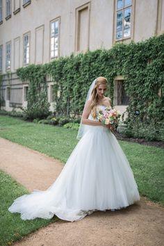 Svatební šaty a kytice  Markéta + Jakub - Couple Memory Girls Dresses, Flower Girl Dresses, Memories, Couples, Wedding Dresses, Flowers, Fashion, Dresses Of Girls, Memoirs