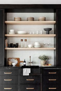 Loft Kitchen, Home Decor Kitchen, New Kitchen, Home Kitchens, Kitchen Ideas, Kitchen Shelves, Black Kitchens, Kitchen Wet Bar, Kitchen Cabinets