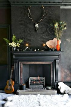 Antler decoration snake skin wallpaper The post Decorate with antler classic classic modern appeared first on Best Pins for Yours - Diy Home and Decorations Small Fireplace, Fireplace Design, Fireplace Ideas, Fireplace Facing, Fireplace Wall, Man Cave Fireplace, Black Fireplace Surround, Mantel Surround, Fireplace Mantels
