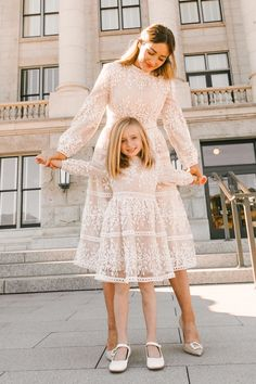 Mother Daughter Matching Outfits, Mother Daughter Fashion, Mom Daughter, Modest Dresses For Women, Modest Outfits, Girls Dresses, Girls White Dress, Family Outfits, Kids Outfits
