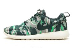 size 40 e5f01 2bb13  Nike Roshe Run « Green Tiger Camo » Chaussure Mode, Chaussures Nike,  Chaussures
