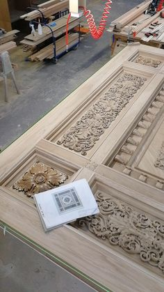 Carved caisson ceiling created by the masters of Stavros for a private order. Pre-assembly of unpainted decor and construction. The materials used in the composition: plywood, solid oak, oak veneer. #stavros #carved_ceiling #coffered_ceiling #interior #decor #wood_carving Wood Floor Pattern, Wooden Main Door Design, Carved Wood Wall Art, Showroom Interior Design, Home Room Design, Kitchen Design, Classic Ceiling, Wood Carving Designs, Gate Design