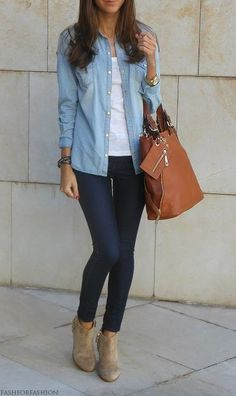 A light blue denim shirt and navy slim jeans are a great outfit formula to have in your arsenal. Elevate your getup with cream suede booties. Light Denim Shirt, Blue Denim Shirt, Chambray Top, Denim Top Outfit, Denim Shirts, Denim Shirt Outfits, Light Blue Jeans Outfit, Mode Outfits, Fall Outfits