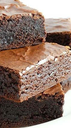Grandma& Old-Fashioned Rich Fudge Brownies ~ Fudgy, rich and chewy with an incredibly moist interior and a shiny, crackly, flaky top - everything a classic brownie should be! This family recipe dates back to the World War II era! Brownie Desserts, Brownie Recipes, Chocolate Desserts, Just Desserts, Delicious Desserts, Dessert Recipes, Yummy Food, Brownie Recipe With Oil, Cheesecake Brownies
