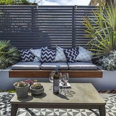 Private small garden design ideas for this small courtyard garden . - 2019 - Privacy screen - Private small garden design ideas for this small inner courtyard garden 2019 Private small garden T - Outdoor Seating, Outdoor Rooms, Backyard Seating, Backyard Patio, Backyard Privacy, Outdoor Cushions, Built In Garden Seating, Patio Bed, Sunken Patio