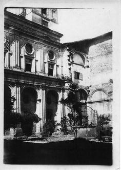 Claustro do colexio da Compañía. Monforte de Lemos, Lugo, ca. 1900. Xelatina de prata ao clorobromuro. 18 x 13 cm.