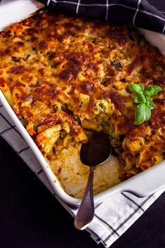 Vegetarisk pastagratäng med bara 5 ingredienser • Baka & Laga Glutenfritt Pepperoni, Penne, Lasagna, Macaroni And Cheese, Zucchini, Food Porn, Veggies, Pizza, Ethnic Recipes