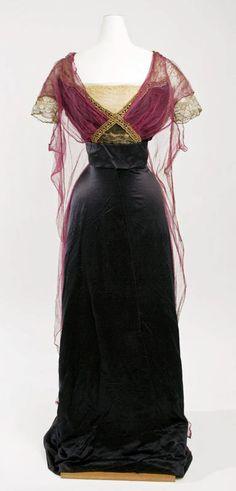 Callot Soeurs, evening dress in burgundy (?) and black with old gold trim and lace sleeves, 1911. Photo: Metropolitan Museum of Art