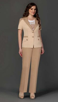Костюмы для полных модниц белорусской фирмы Lissana. Весна-лето 2015 Suits For Women, Blouses For Women, Classy Suits, Professional Wear, Royal Dresses, African Print Fashion, Plus Size Fashion For Women, Work Attire, African Dress