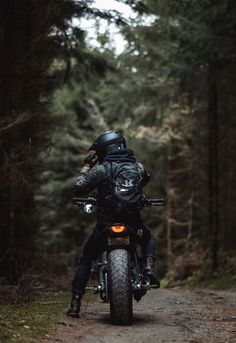 Cb 250 Twister, Biker Photoshoot, Biker Boys, Girl Motorcycle, Motorcycle Quotes, Motorcycle Wallpaper, Motorcycle Photography, Cafe Racer Bikes, Custom Motorcycles