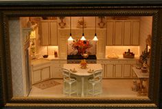 Exhibits from the Fall 2007 Seattle Dollhouse Miniature Show: Elegant cream and gold kitchen at the Fall 2007 Seattle Dollhouse Minaiture Show