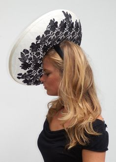 Dutch couture completly handmade saucer hat in off white sinamay and black lace Fancy Hats, Cool Hats, Fascinator Hats, Headpiece, Fascinators, British Hats, Church Hats, Love Hat, Hats For Women