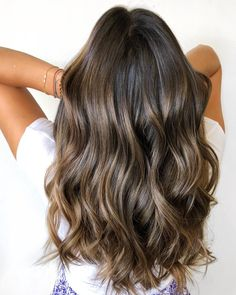 These balayage highlights on short hair truly are gorgeous Bronde Balayage, Brown Hair Balayage, Brown Blonde Hair, Balayage Brunette, Balayage Highlights, Hair Color Balayage, Brunette Highlights Summer, Long Brunette, Brunette Color