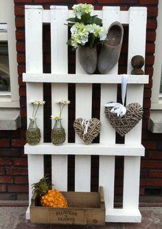 Pallet / Wandrek Gezien op jwhome nl Gemaakt van een pallet, leuk voor in de tuin, gang of waar je maar wilt.