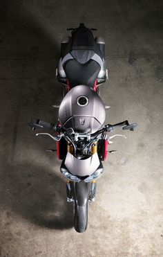 Overhead view of the new 2016 Triumph Speed Triple R.
