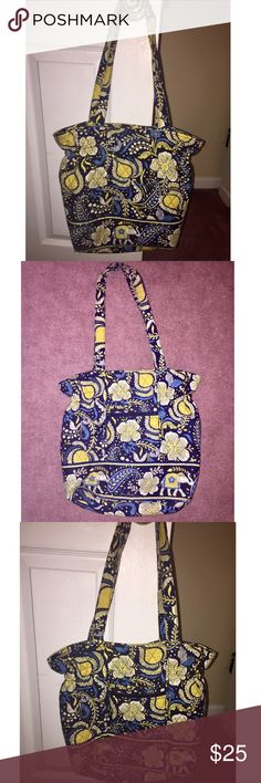 Vera Bradley Tote Very Bradley Tote, very cute bag still in amazing shape! Vera Bradley Bags Totes