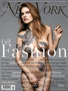Actress Lake Bell posed nude for the Fall Fashion cover of New York Magazine, painted with a large (and fake) gray rose tattoo, designed by her new hubby, tattoo artist Scott Campbell. Lake Bell, Anna Wintour, Grafik Magazine, Editorial Design, Editorial Layout, Gq, Belle Tattoo, La Tattoo, Mark Seliger