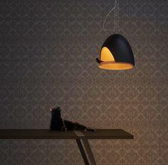 Cette lampe est un nid de poésie avec une délicate touche contemporaine. Fruit d'une collab entre les architectes Jean François Bellemère...