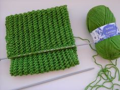 Múltiplos de 3 pontos 36 neste caso 1 ponto tricot, 1 laçada, 2 jtr (2 pontos juntos em trico) Sempre assim, direito e avesso sem erra... Knitting Paterns, Crochet Shawl, Knitted Hats, Free Pattern, Diy And Crafts, Scarf Crochet, How To Knit, Knitting Yarn, Knitting Needles