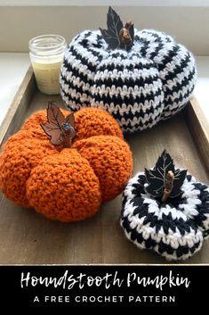 The Houndstooth Pumpkins: Free Crochet Pattern - Crafting for Weeks Crochet Pumpkin, Crochet Fall, All Free Crochet, Halloween Crochet, Knit Crochet, Crotchet, Free Knitting, Thanksgiving Crochet, Thanksgiving Ideas