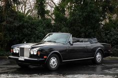 Last-gen Rolls Royce Corniche. Yes, modern Rollers are unquestionably better as *cars*, by any subjective measure. mine needs to be a to Corniche IV or S, black or navy-over-palomino, please. My Dream Car, Dream Cars, Rolls Royce Corniche, Bentley Rolls Royce, Palomino, Dream Garage, Classic Cars, Automobile, Vehicles