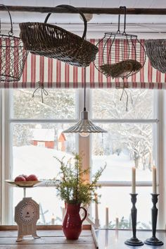 Winter Cottage in the Country Christmas Kitchen, Country Christmas, Christmas Time, Scandinavian Kitchen, Scandinavian Style, Scandi Chic, Deco Champetre, Cocinas Kitchen, Red Cottage