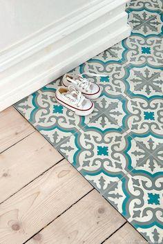 A floor that mixes parquet and bluish cement tiles Source by martineberla Tiles, Creative Bathroom Design, Deco, Diy Bathroom Decor, Tile Decals, Bathroom Remodel Designs, Cement Tile, Flooring, Vinyl Floor Mat