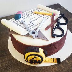 """Pastel Arquitecta! #arquitetura #architect #arquitecto #fondant #fondart… Mini Cakes, Cupcake Cakes, Engineering Cake, Architecture Cake, Cake For Husband, Cake Business, Fashion Cakes, Cakes For Men, Unique Cakes"