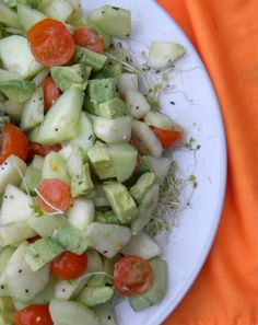 Pear, Cucumber, Tomato, and Avocado Salad - Liver cleansing diet raw food recipes for a healthy liver. Learn how to do the liver flush https://www.youtube.com/watch?v=UekZxf4rjqM I LIVER YOU