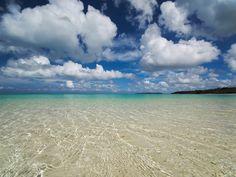 ひとり旅の参考にも!竹富島に行ったら絶対に訪れたいスポット7つ Beautiful Scenery, Beautiful Beaches, Japanese Nature, Beach Wallpaper, Beach Photography, Okinawa, Beach Pictures, Nightlife, Ocean