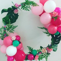 Tropical wreath for a flamingo party. Hawaiian Birthday, Moana Birthday, Luau Birthday, Adult Birthday Party, Little Girl Birthday, 30th Birthday Ideas For Girls, Girl Dinosaur Birthday, Dinosaur Party, Aloha Party