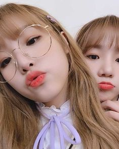 """""""happy bday to yena's soulmate and our beautiful main vocalist ♥️ Pretty Korean Girls, Choi Yoojung, Japanese Girl Group, Aesthetic Videos, The Wiz, Pop Group, Korean Girl Groups, Kpop Girls, Yuri"""
