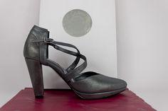 #zapatos #taconazos #piel #metalizada #metallic #leather #shoes #grey #grises #moda #fashion #platform #shopping #madrid #eshop JorgeLarranaga.com