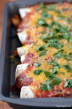 This easy chicken enchiladas recipe only had five ingredients and can be made in 30 minutes! It is sure to become a family favorite. Enchilada Recipes, Looks Yummy, Chicken Enchiladas, Tex Mex, Mexican Food Recipes, Chicken Recipes, Good Food, Cooking Recipes, Meals