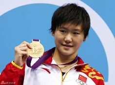 China's Ye Shiwen poses with her gold medal after winning the women's 200m individual medley final during the London 2012 Olympic Games at the Aquatics Centre