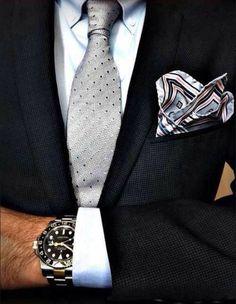 Elegante combinación de patrones con distinta gama cromática (corbata de puntos, pañuelo de rayas)// Curso de inversión en bolsa y trading Gratis http://brokerjunior.com