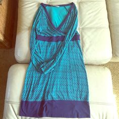 Super soft Athleta dress! This dress is super super comfortable and soft. It is in good used condition with minor pilling. Athleta Dresses Long Sleeve